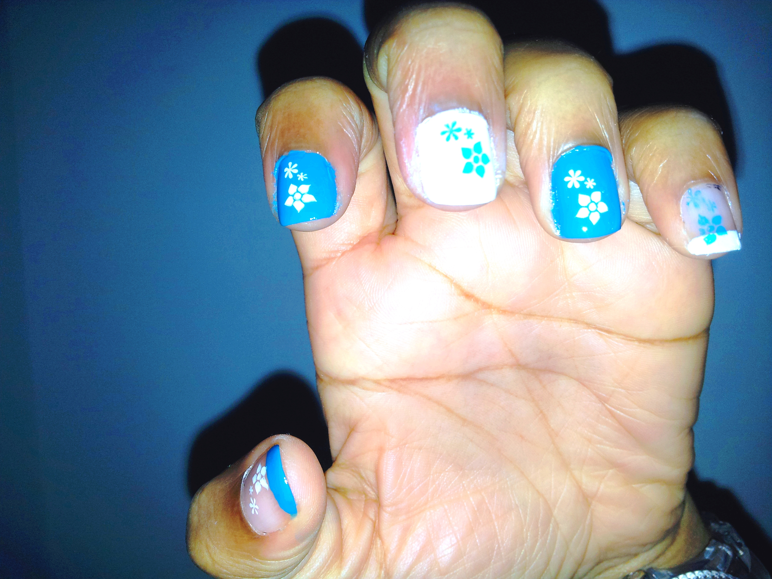 Inspiration nails art bleu et blanc cendrillonne - Nail art bleu ...